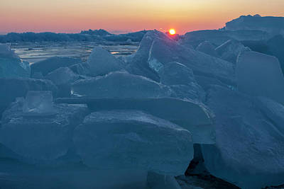 Photograph - Mackinaw City Ice Formations 21618013 by Rick Veldman