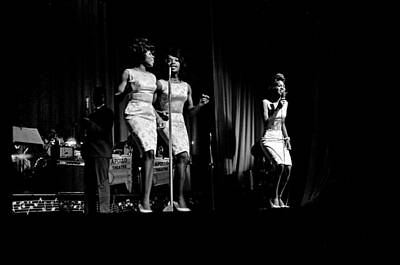 Performance Photograph - Martha And The Vandellas At The Apollo by Michael Ochs Archives