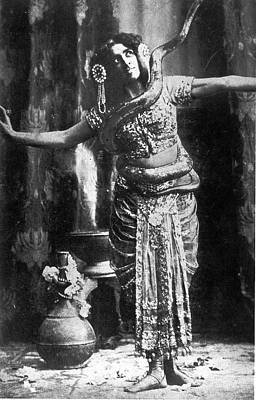 Photograph - Mata Hari by Time Life Pictures