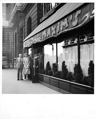Photograph - Maxims Restaurant In Paris, France by Pictorial Parade