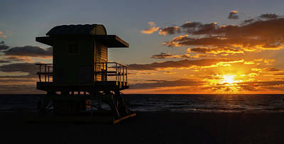 Photograph - Miami Beach Lifeguard House At Sunrise by Michael Ash