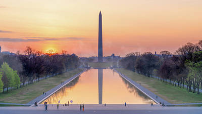 Photograph - Misty Sunrise On The National Mall by Chris Lord