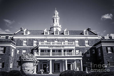 Photograph - Molly Pitcher Inn At Red Bank by Colleen Kammerer