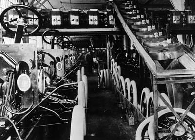 Moving Assembly Line Art Print by Hulton Archive