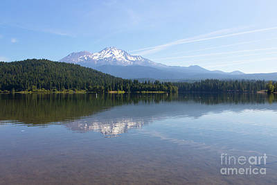 Photograph - Mt Shasta And Lake Siskiyou In California R1640 by Wingsdomain Art and Photography