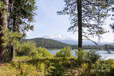 Photograph - Mt Shasta And Lake Siskiyou In California R1653 by Wingsdomain Art and Photography