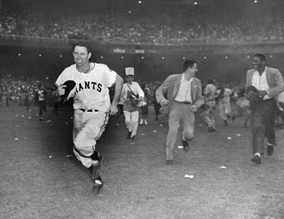 Photograph - New York Giants Captain Alvin Dark Runs by New York Daily News Archive