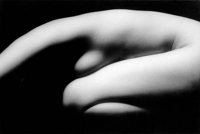 Naked Photograph - Nude Woman In Fetal Position by Ade Groom