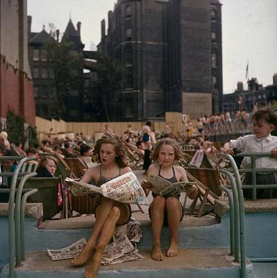 Child Photograph - Outdoor Pool by Hulton Archive