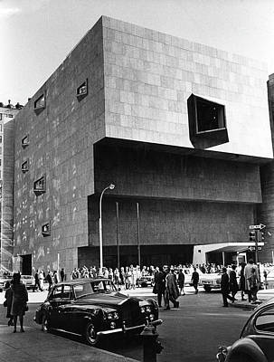 Photograph - Outside The Whitney by Fred W. Mcdarrah
