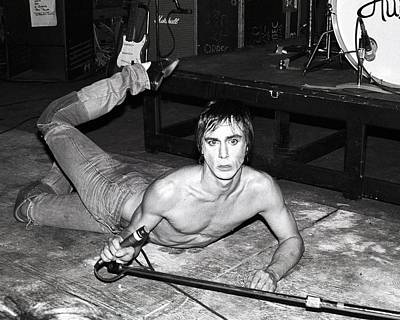 Photograph - Photo Of Iggy Pop by Larry Hulst