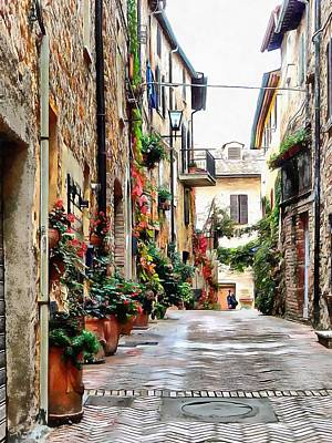 Photograph - Picturesque Street Pienza by Dorothy Berry-Lound