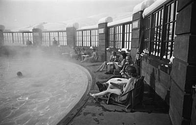 Photograph - Poolside At Sun Valley Ski Lodge by Alfred Eisenstaedt