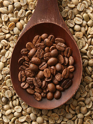 Photograph - Raw And Roasted Coffee Beans by Fotografiabasica