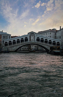 Photograph - Rialto  Bridge At Sunrise by Jaroslaw Blaminsky