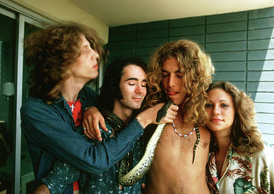 Balcony Photograph - Robert Plant At The Riot House by Michael Ochs Archives
