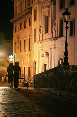 Tiber Island Wall Art - Photograph - Romantic Rome, Latenight Couple In by Goldhafen