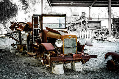 Photograph - Rusty International Truck 1929 by Gene Parks