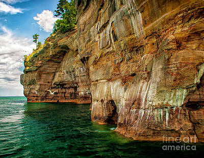 Photograph - Michigans Pictured Rocks by Nick Zelinsky