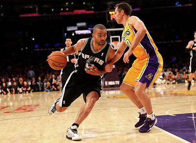 Photograph - San Antonio Spurs V Los Angeles Lakers by Stephen Dunn