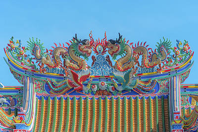 Photograph - San Jao Phut Gong Dragon Roof Dthu0700 by Gerry Gantt