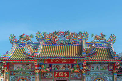 Photograph - San Jao Phut Gong Dragon Roof Dthu0701 by Gerry Gantt