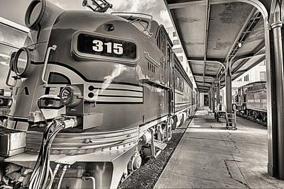 Photograph - Santa Fe F7 Chief  by JC Findley