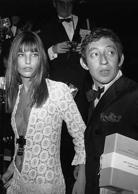 Photograph - Serge Gainsbourg And Jane Birkin by Keystone-france
