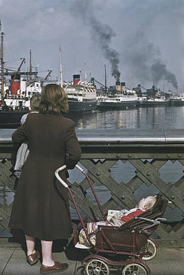 Photograph - Shipping In Belfast by Bert Hardy
