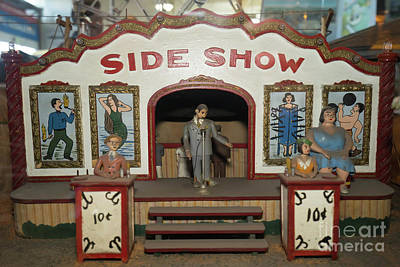 Photograph - Side Show Vintage Penny Arcade Machine Dsc6828 by Wingsdomain Art and Photography