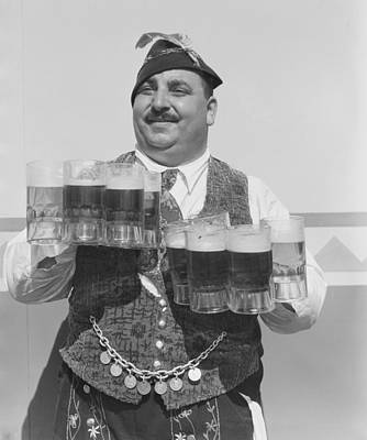 Photograph - Singing Waiter Balancing Beer by Bettmann
