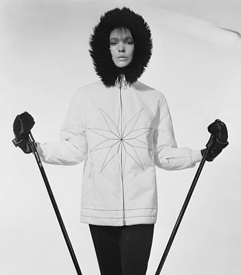 Photograph - Skiing In Style by Chaloner Woods