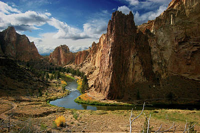 Us State Photograph - Smith Rock In Autumn by Photo ©tan Yilmaz