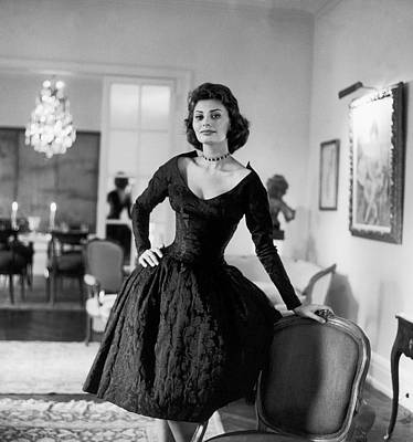 Photograph - Sophia Loren Dans Son Appartement De by Keystone-france