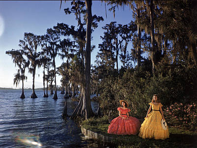 Southern Belles In Cypress Gardens Art Print by Eliot Elisofon