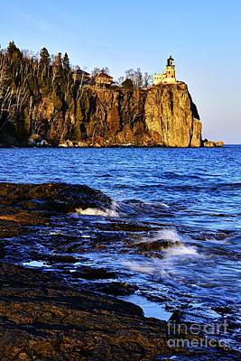 Photograph - Split Rock Lighthouse by Larry Ricker