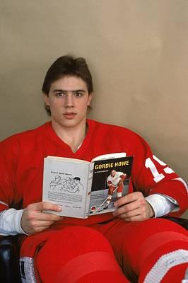 Photograph - Steve Yzerman Brushes Up On Reading by B Bennett