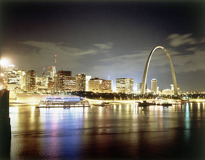 St. Louis Arch Wall Art - Photograph - Stlouis Skyline And The Arch At Night by Zephyr Picture