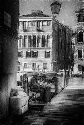 Photograph - Street Photography Venice Painter by Frank Andree
