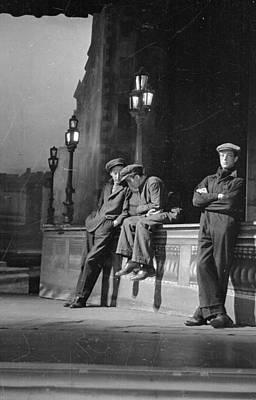 Photograph - Strikers Wait by Kurt Hutton