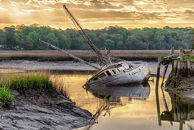 Photograph - Sunrise Shipwreck by Scott Hansen