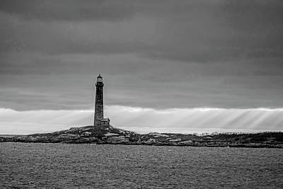 Photograph - Thacher Island Lighthouse At Sunrise Sunrays Rockport Ma Black And White by Toby McGuire