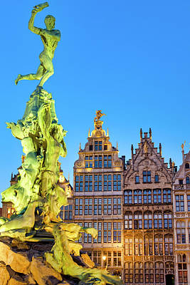 Photograph - The Brabo Fountain In The Grote Markt   by Fabrizio Troiani