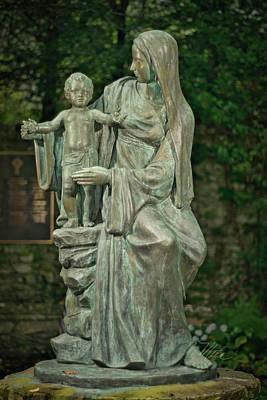 Photograph - The Offering Statue by Meta Gatschenberger