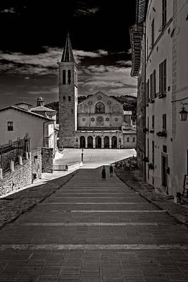 Photograph - Toward The Cathedral by Roberto Pagani