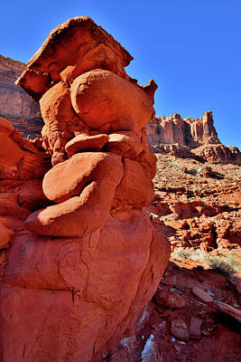 Photograph - Towering Red Rocks In Utah by Ray Mathis