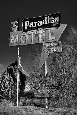 Photograph - Tucumcari - Paradise Motel 001 Bw by Lance Vaughn