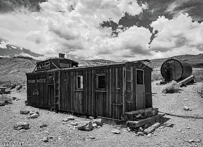 Photograph - Union Pacific Caboose by Mike Ronnebeck