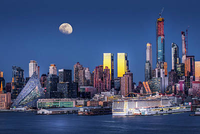 Photograph - Upper Nyc Syline Moonrise by Susan Candelario