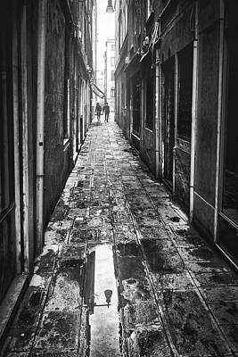 Photograph - Venetian Alley by Eduardo Jose Accorinti